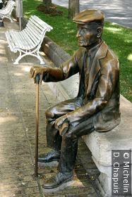 Statue de bronze sur la Rambla Nova