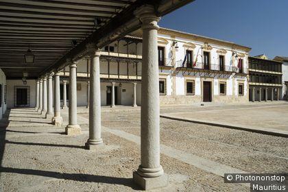 Espagne, Castille La Manche, province de Tolède, Tembleque, place principale