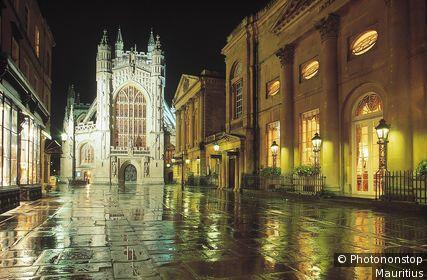 Großbritannien, Südengland, Bath, Bath Abbey, Beleuchtung, Nacht England, Vorplatz, Kirche, Bauwerk, Abtei, Architektur, Sehenswürdigkeit, Wahrzeichen, Lichter, Abend