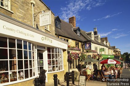 England,Oxfordshire,Cotswolds,Burford,Street Scene