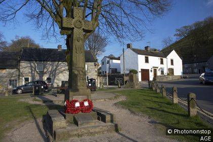 celtic cross war memorial in market place in the peak district village of castleton derbyshire england uk