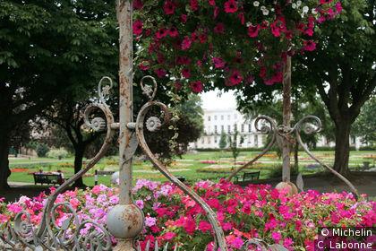 Imperial Garden en arrière-plan