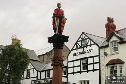 Llywelyn le Grand sur la place du village