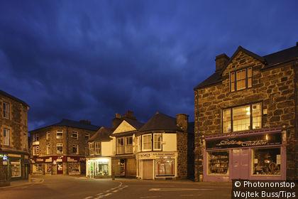 Uk, Wales, Ceredigion, Dolgellau, Eldon square, town centre