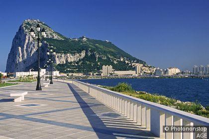 Espagne, Andalousie, province de Cádiz, rocher de Gibraltar vu de Línea de la Concepción