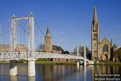 UK, Scotland, Highland, Inverness, bridge on Ness River, Old High St Stephen's Church and Free North Church