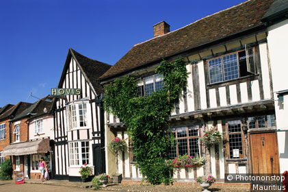 Großbritannien, Suffolk, Lavenham, Häuserreihe, Geschäfte, Serie, England, Südengland, Häuser, Fachwerkhäuser, Architektur, alt, historisch, Sehenswürdigkeit, Reiseziel, Tourismus, Sommer