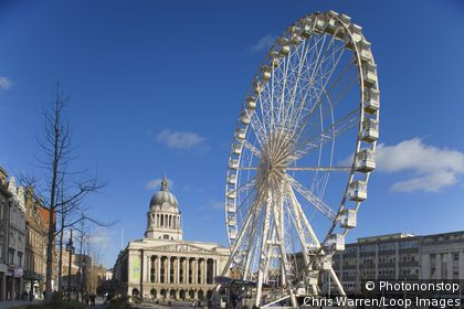 England, Nottinghamshire, Nottingham. The Council House and a ferris wheel at Old Market Square in Nottingham.
