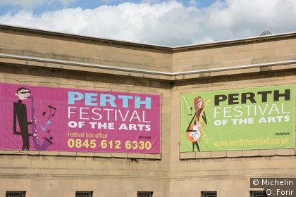 Affiche d'un festival d'art.