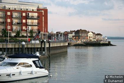 Le vieux Portsmouth au fond