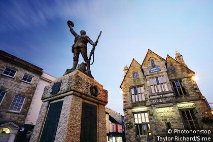 Royaume-Uni, Angleterre, Grande-Bretagne, Cornouailles, Truro - War memorial and restored Victorian Teahouse, Truro