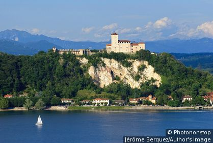 Italie, Piémont, lac Majeur, Arona, Zone Méditerranéenne, Province de Verbano-Cusio Ossola, Regione dei laghi piemontesi - La Rocca di Angera