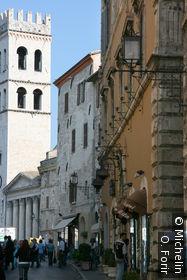 Dans la rue Santa Chiara.