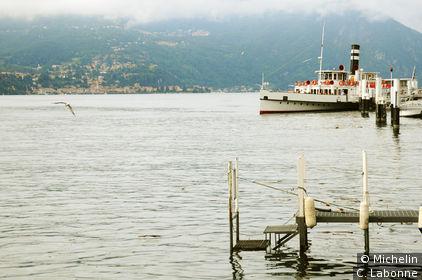 Vue sur le lac de Come depuis l'embarcadère