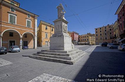 Italy, Tuscany, Carrara, Piazza Alberica