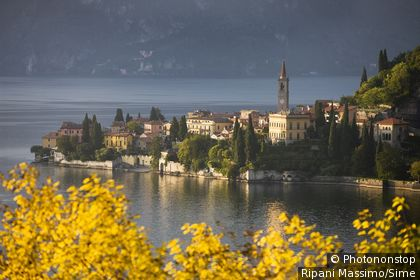 Italie, Lombardie, Zone Méditerranéenne, province de Sondrio, Chiavenna - The village in autumn