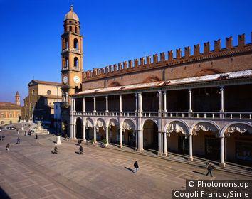 Italie;Emilie-Romagne - Faenza town, Piazza del Popolo, Palazzo del Podestà and Cathedral