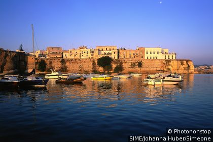 Otranto, old town and port. Italie, Pouilles, Otrante, Péninsule Salentine,
