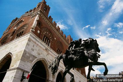 Italy, Emilia Romagna, Piacenza, gothic palace