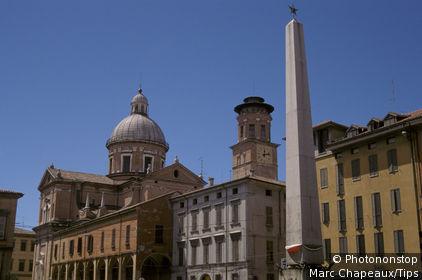 Emilia Romagna, Reggio Emilia, Piazza Gioberti and Madonna della Ghiara