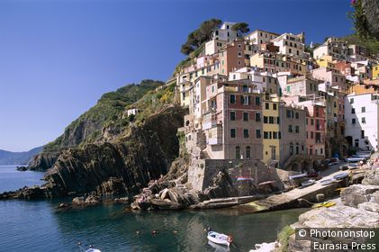 Italy, Liguria, Riomaggiore, Cinque Terre / Coastal View & Village