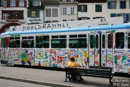 Un tramway décoré.