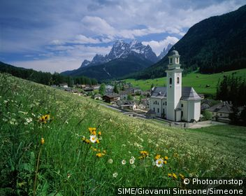 Sesto (Sexten) towards Dolomites of Sesto. Italie, Trentin Haut-Adige,Sudtirol, Alta Pusteria,Hochpustertal