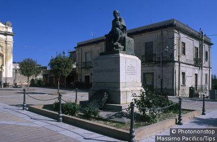 Italy, Calabria, Stilo, main square with statue of Tommaso Campanella