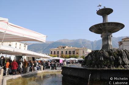 Fontaine sur la place du marché