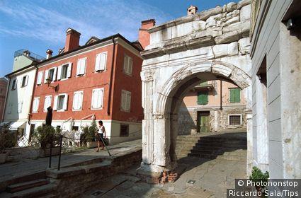 Italy, Friuli Venezia Giulia, Trieste, Arco di Riccardo, Roman Arche.
