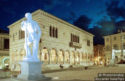 Italy, Friuli Venezia Giulia, Udine, Piazza della Liberta, Loggia del Lionello.
