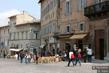 Dans la rue Puccinotti.