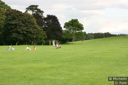 Dans le parc du château.