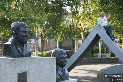 Les bustes de Timothy Mc Carthy et Mortimer Mc Carthy.