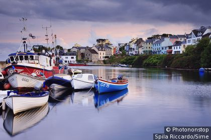 Irlande , Galway, Connemara, Roundstone - The picturesque fishing harbour of Roundstone village