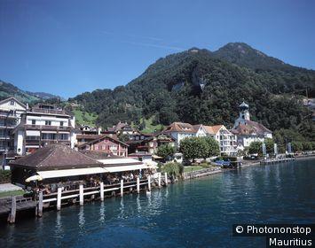 Schweiz, Luzern, Vierwaldstätter See, Gersau, Ortsansicht, Kirche See, Ansicht, Gebäude, Häuser, Wohnhäuser, Strandrestaurant, Sommer