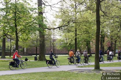 Promenade à vélo dans le parc de Valkenberg