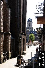 Le long de Nieuwe Kerk