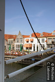 Façades de maisons sur Oude Haven depuis le pont derrière Drommedaris