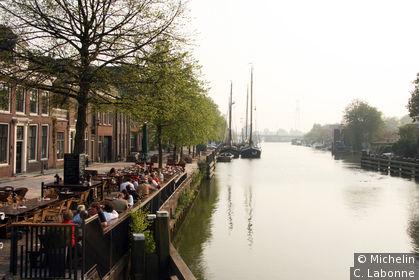Canal traversant la ville