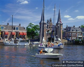 Pays-Bas, Friesland, Sneek, Benelux - Watergate in the harbour