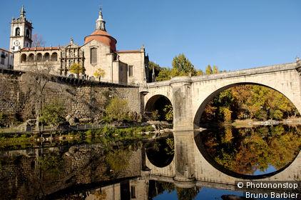 Portugal, Amarante, rivière Tamega et monastère de Sao Gonçalo