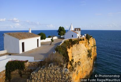 Portugal, Algarve, Armaçao de Pera, church Our Lady Of The Rock,steep-coast, destination, sight, coast, rock-coast, steep-wall, rocks, Lord's house, sacral-construction, buildings, construction, architecture, belief, religion, christianity, water