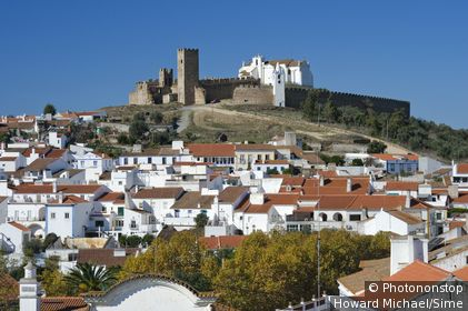 Portugal, Évora, Arraiolos, Alentejo - Arraiolos town and medieval Castle (the Castelo de Arrraiolos)
