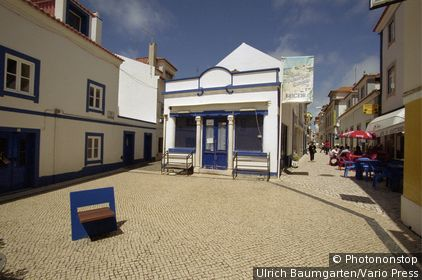 Small square in the town Ericeira in Portugal. (Ericeira, Portugal)