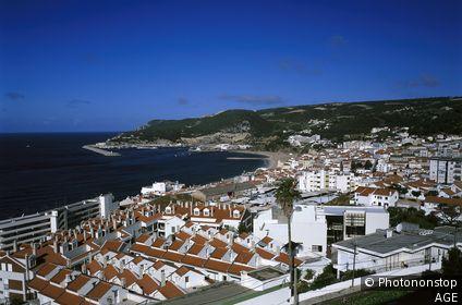 Portugal, Estremadura, Sesimbra, Ortsübersicht, Küste Distrikt Setubal, Serra da Arrabida, Küstenregion, Meer, Atlantik, Ortschaft, Übersicht