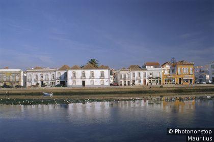 Altstadt, Hafen, Promenade Häuser, Kanal, Wasser, Gewässer, Spiegelung, Spiegelbild, Stadtansicht.
