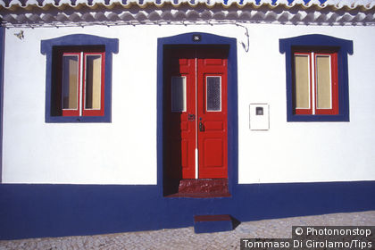 Portugal, Algarve, Vila do Bispo, typical house
