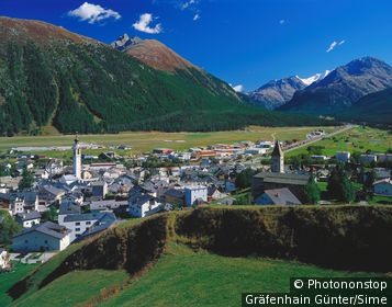 Suisse, Grisons, Engadin, Alpes, View of Samedan