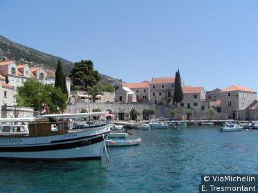 Le charmant port de Bol permet de rejoindre l'île de Hvar